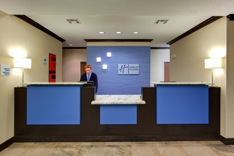 Holiday Inn Express & Suites ALBUQUERQUE AIRPORT - Front Desk