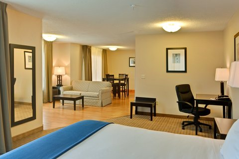 Holiday Inn Express & Suites ALBUQUERQUE AIRPORT - Presidential Suite