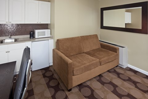 Holiday Inn Express-Downtown - Queen Bed Guest Room