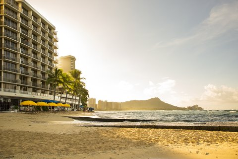Outrigger Reef on the Beach - Outrigger Reef Waikiki Beach Resort Exterior Sunrise