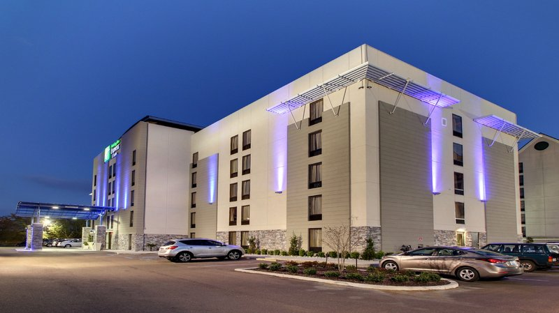Holiday Inn Express Hotel & Suites Jackson Downtown-Coliseum - Jackson, MS