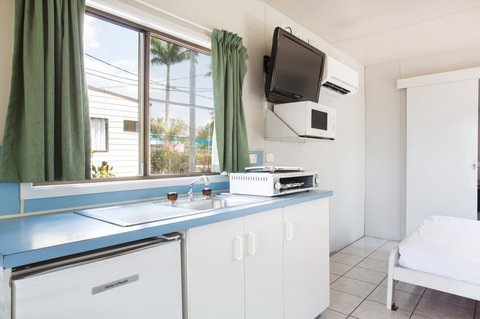Discovery Holiday Parks - Argylla - Standard Cabin open plan - kitchen