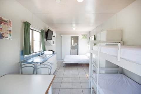 Discovery Holiday Parks - Argylla - Standard Cabin open plan - Living area