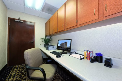 Holiday Inn Express & Suites ATLANTA N-PERIMETER MALL AREA - Business Center