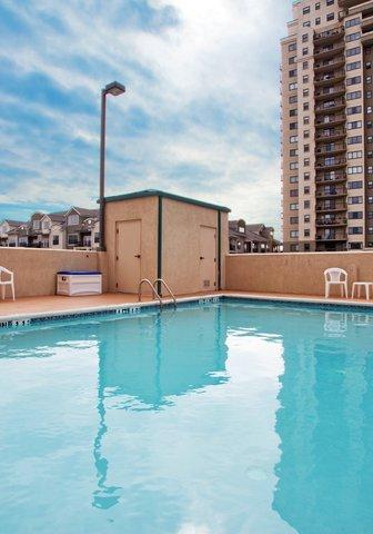 Holiday Inn Express & Suites ATLANTA N-PERIMETER MALL AREA - Swimming Pool