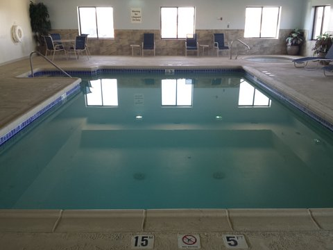 Holiday Inn Express & Suites CONCORDIA US81 - Swimming Pool