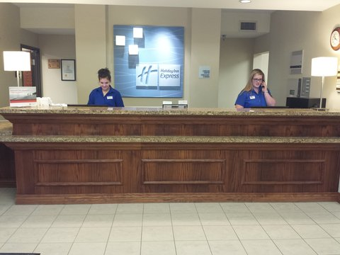 Holiday Inn Express & Suites CONCORDIA US81 - Front Desk