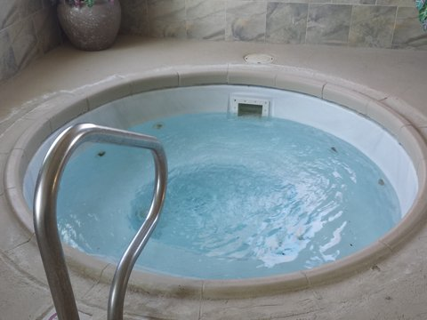 Holiday Inn Express & Suites CONCORDIA US81 - Whirlpool