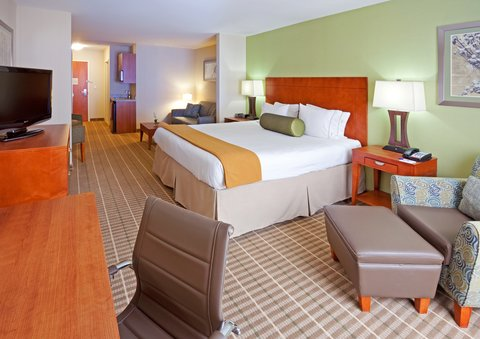 Holiday Inn Express & Suites WESTFIELD - King Suite