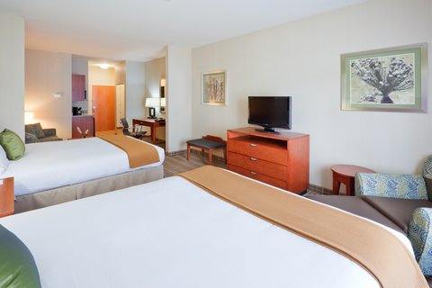 Holiday Inn Express & Suites WESTFIELD - Double Queen Suite