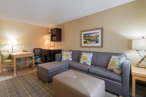 Holiday Inn Express Wheat Ridge-Denver West Hotel - Modern King Suite living area