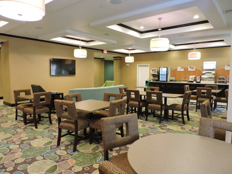 Holiday Inn Express & Suites MONTGOMERY - Hotel Lobby