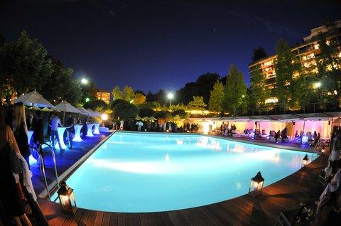 انتركوتيننتال جنيف - Take a Cocktail and Chill Out around the Pool