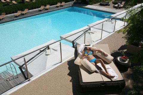 انتركوتيننتال جنيف - View on the Pool from the Terrace