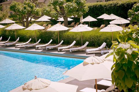 انتركوتيننتال جنيف - Poolside at the Outdoor Pool