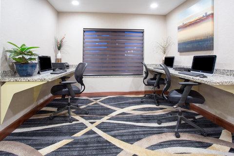 Holiday Inn Express & Suites GLENDIVE - Business Center