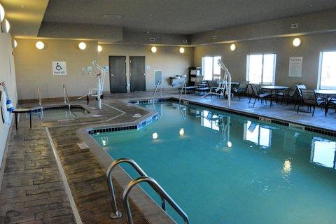 Holiday Inn Express & Suites GLENDIVE - Swimming Pool