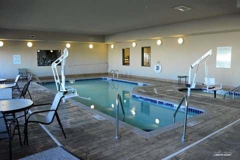 Holiday Inn Express & Suites GLENDIVE - Pool and Hot tub