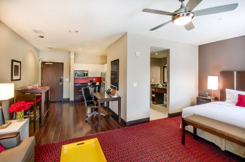 Homewood Stes Denver Dtwn Conv Ctr - Urban Suite Living Room Kitchen