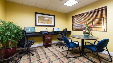 Holiday Inn Express & Suites COLUMBIA-I-26 @ HARBISON BLVD - State of the art on-site 24 7 Business Center