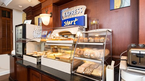 Holiday Inn Express & Suites COLUMBIA-I-26 @ HARBISON BLVD - Hot Buffet Breakfast with signature cinnamon buns at HIE