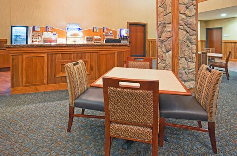 Holiday Inn Express & Suites MOUNTAIN IRON (VIRGINIA) - Breakfast Bar