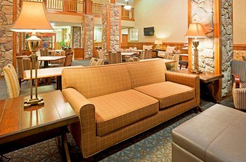 Holiday Inn Express & Suites MOUNTAIN IRON (VIRGINIA) - Hotel Lobby
