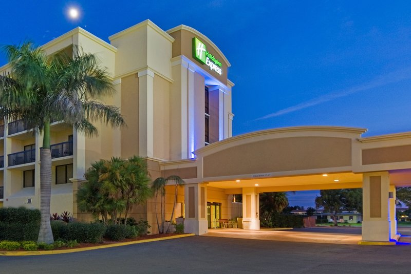HOLIDAY INN EXP CAPE CORAL