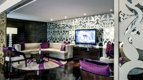 فندق كراون بلازا ديرة دبي - Club Lounge area