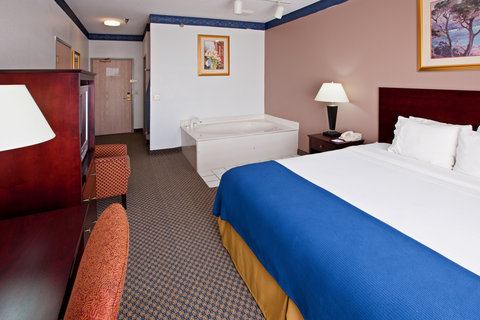 Holiday Inn Express ELKHART NORTH - I-80/90 EX. 92 - Jacuzzi Suite