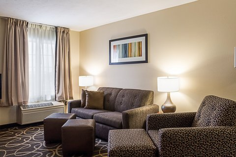 MainStay Suites Fargo - Queen Suite