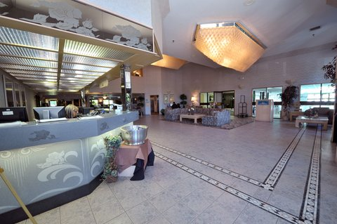 Shilo Inn Suites Hotel Portland Airport - Lobby