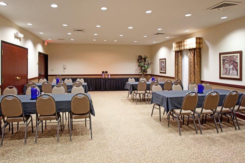 Holiday Inn Express & Suites GARDEN CITY - Garden City, KS