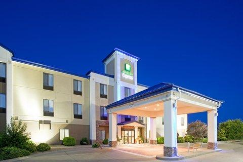 Holiday Inn Express & Suites GARDEN CITY - Hotel Exterior