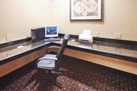 Holiday Inn Express & Suites GAINESVILLE - Business Center
