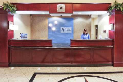 Holiday Inn Express & Suites GAINESVILLE - Front Desk