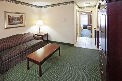 Holiday Inn Express & Suites GAINESVILLE - Suite