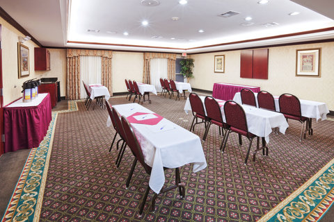 Holiday Inn Express & Suites GAINESVILLE - Meeting Room