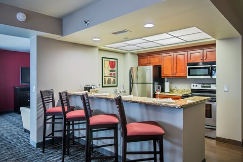 Holiday Inn Hotel & Suites ANAHEIM - FULLERTON - Contemporary King Penthouse Jacuzzi Suite
