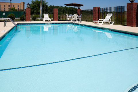Holiday Inn Express & Suites GADSDEN W-NEAR ATTALLA - Swimming Pool