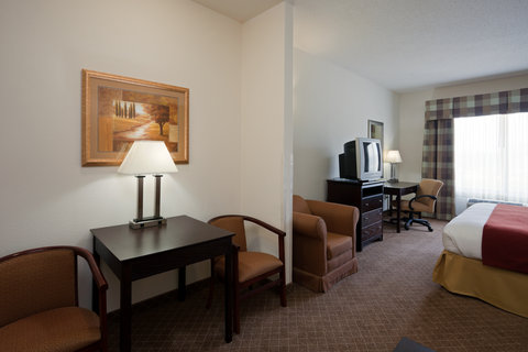 Holiday Inn Express & Suites GADSDEN W-NEAR ATTALLA - Two Room Suite