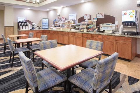 Holiday Inn Express & Suites GLENDIVE - Breakfast Area