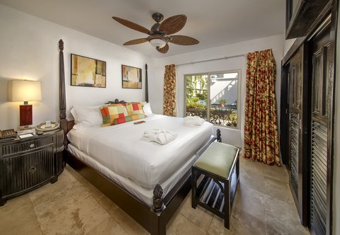Las Terrazas Resort and Residences - Queen Bedroom