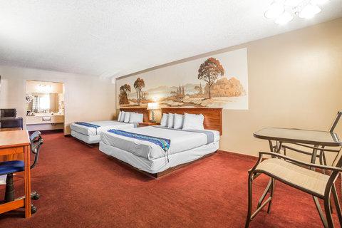 Rodeway Inn & Suites Landmark Inn - Guest Room