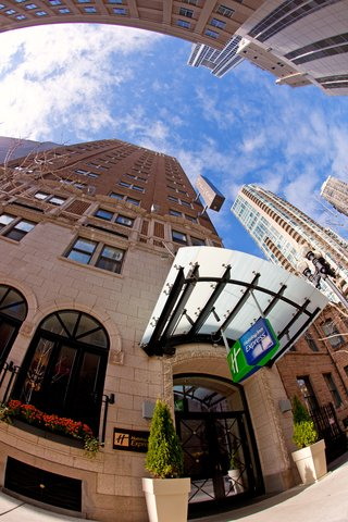 Holiday Inn Express CHICAGO - MAGNIFICENT MILE - Hotel Exterior Front Entrance