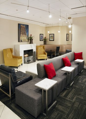 Holiday Inn Express CHICAGO - MAGNIFICENT MILE - Holiday Inn Express Lobby Lounge Fire Place