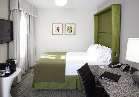Holiday Inn Express CHICAGO - MAGNIFICENT MILE - Queen Bed Guest Room