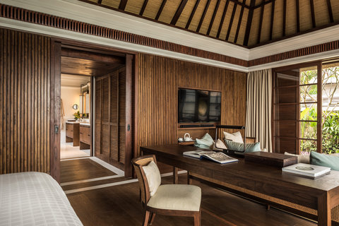 Four Seasons Resort Bali at Jimbaran Bay - Premier Villa Living Room