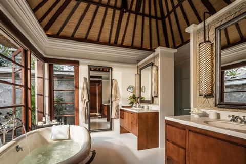 Four Seasons Resort Bali at Jimbaran Bay - Premier Villa Bathroom