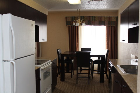 Holiday Inn Express & Suites GRAND RAPIDS AIRPORT - Executive Suite - Holiday Inn Express Grand rapids airport hotel